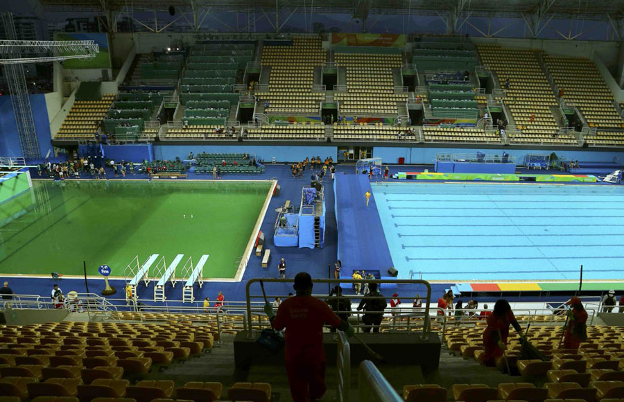 Photo taken on August 9, 2016 shows the green water in the diving pool of the Rio Olympic Games. [Photo: huanqiu.com]