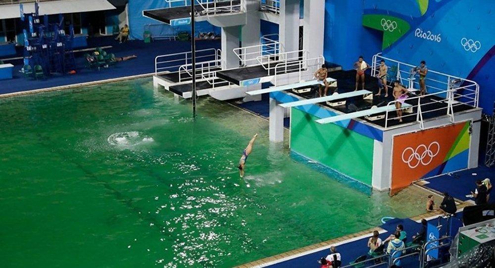 Оргкомитет Олимпиады объяснил позеленение воды в бассейне для прыжков