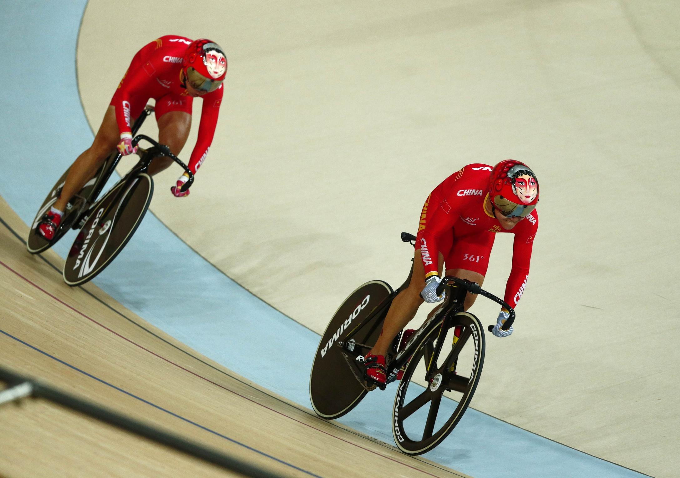 [高清优游品牌国际图]优游品牌国际国夺园地自行车男人集体竞速赛金牌