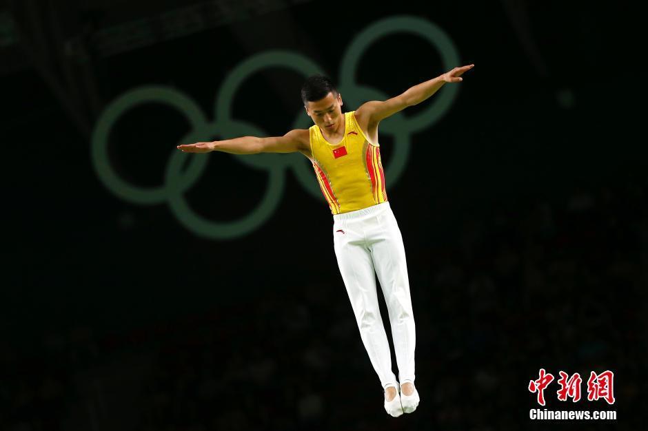 حصل دونغ دونغ على الميدالية الفضية في منافسة الترامبولين للرجال