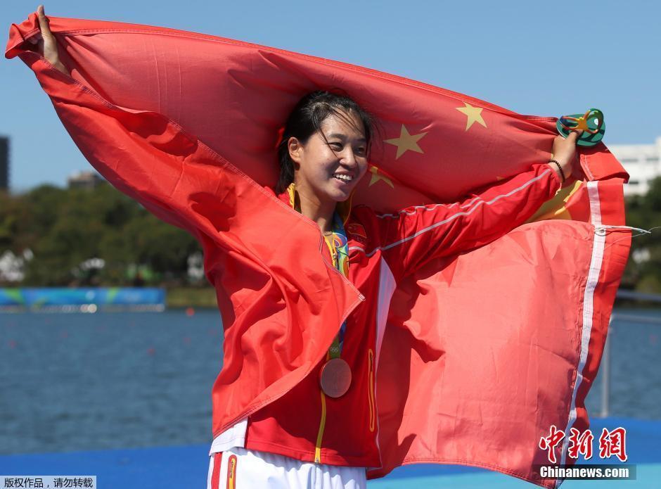 За неделю сборная КНР завоевала 13 золотых, 10 серебряных и 14 бронзовых медалей