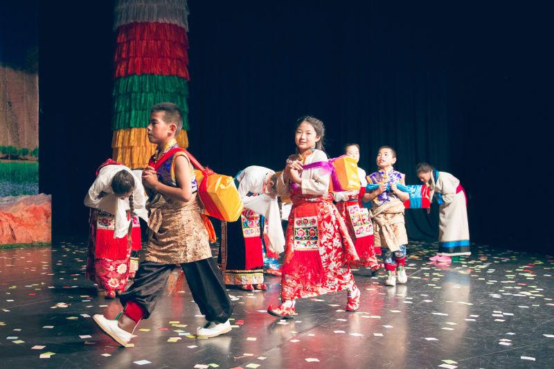 Qinghai Tibetan children adapt Nuo Opera into puppetry