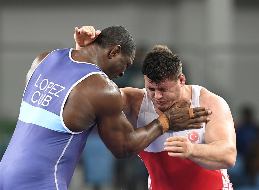 المصارع الكوبي ميجاين لوبيز نونيز يفوز بذهبية منافسات المصارعة بفئة 130 كيلوغراما