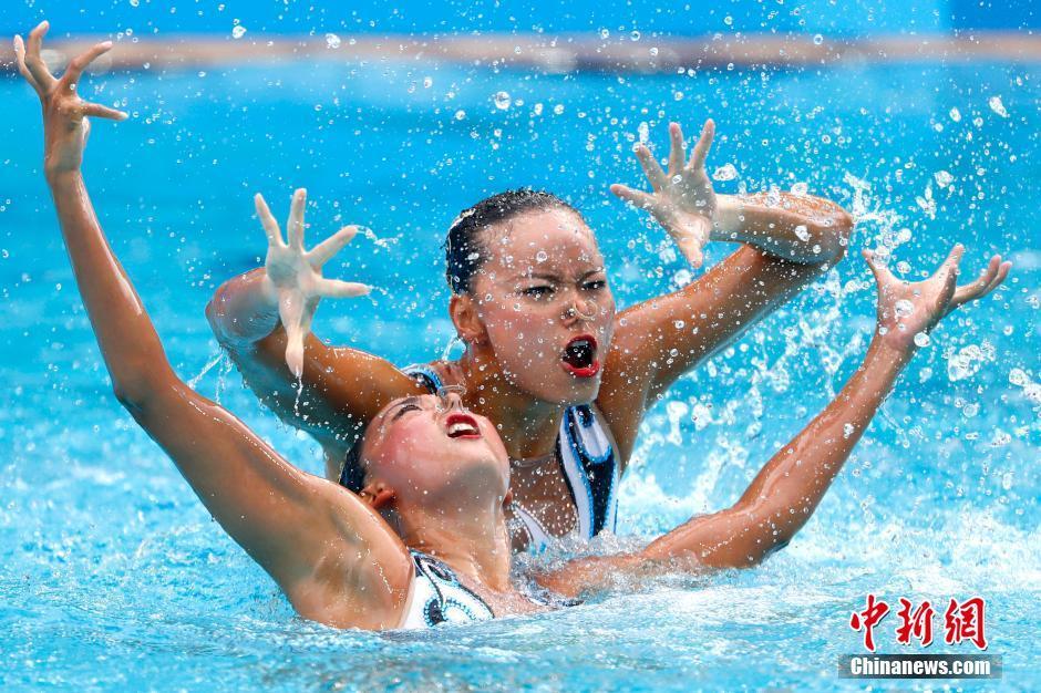 الصين تحصد ميدالية فضية في السباحة التوقيعية