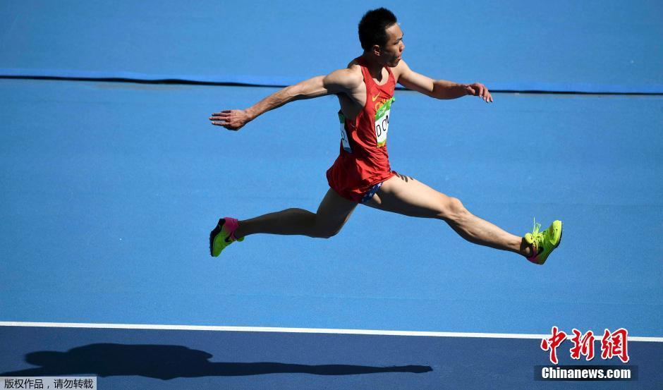 الصين تفوز بالميدالية الأولى في الوثب الثلاثي للرجال
