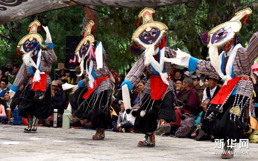 Every year, thousands of Tibetans travel to Norbulingka Park to enjoy performances at the Shoton Festival.