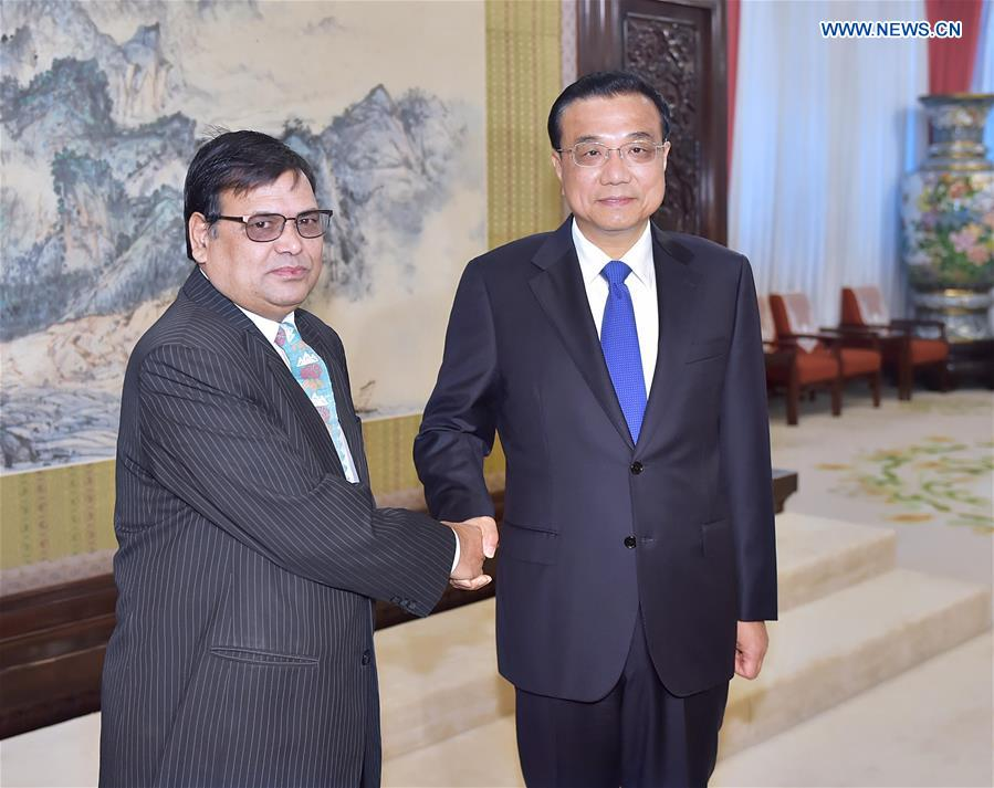 Chinese Premier Li Keqiang (R) meets with Krishna Bahadur Mahara, Nepalese Deputy Prime Minister and special envoy of new Prime Minister Pushpa Kamal Dahal, in Beijing, capital of China, Aug. 17, 2016. Mahara said Wednesday that Nepal makes China a priority in its foreign relations and abides by the one-China policy. (Xinhua/Li Tao)