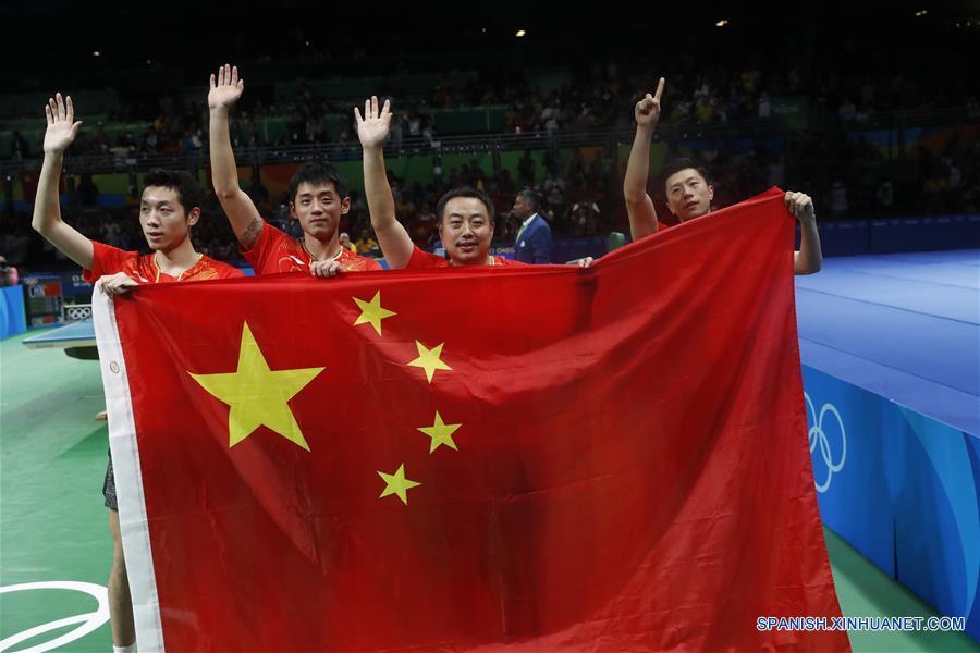 El equipo masculino de China obtuvo una victoria por 3-1 ante Japón, que hizo historia al entrar en la final de tenis de mesa masculino en los Juegos Olímpicos.(Xinhua/Shen Bohan)