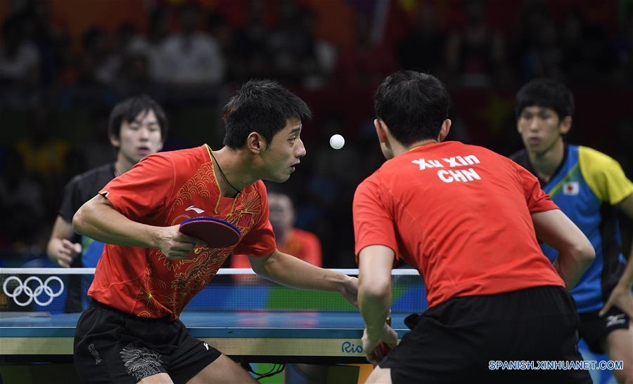 El equipo masculino de China obtuvo una victoria por 3-1 ante Japón, que hizo historia al entrar en la final de tenis de mesa masculino en los Juegos Olímpicos.(Xinhua/Wang Peng)