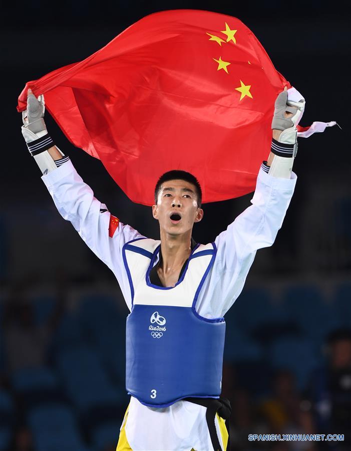 El deportista chino Zhao Shuai se hizo hoy miércoles con el título de campeón en la categoría de hasta 58 kilogramos de taekwondo masculino de los Juegos Olímpicos de Río, con la victoria ante el tailandés Tawin Hanprab por 6-4 en la final.(Xinhua/Wang Yuguo)