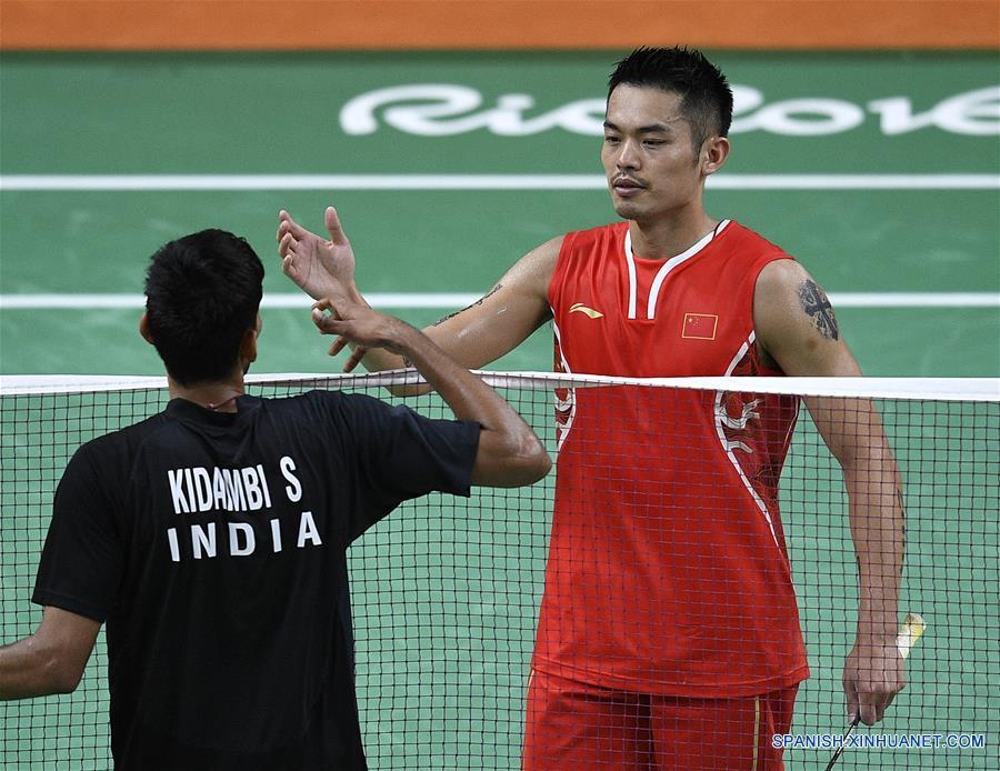 La muy esperada semifinal entre Lin Dan de China y Lee Chong Wei de Malasia se realizará el viernes luego de que los dos íconos del bádminton derrotaron hoy a sus respectivos oponentes en los cuartos de final individual masculino de los Juegos Olímpicos de Río.(Xinhua/Wang Peng)