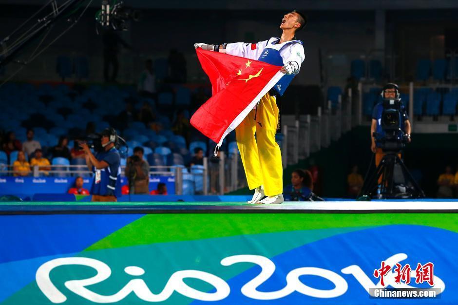 حصد الصيني تشاو شواي ذهبية وزن 58 كيلوغراما للرجال