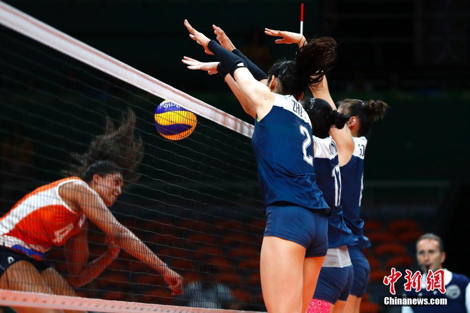 الصين تتأهل إلى نهائي منافسة كرة الطائرة النسائية
