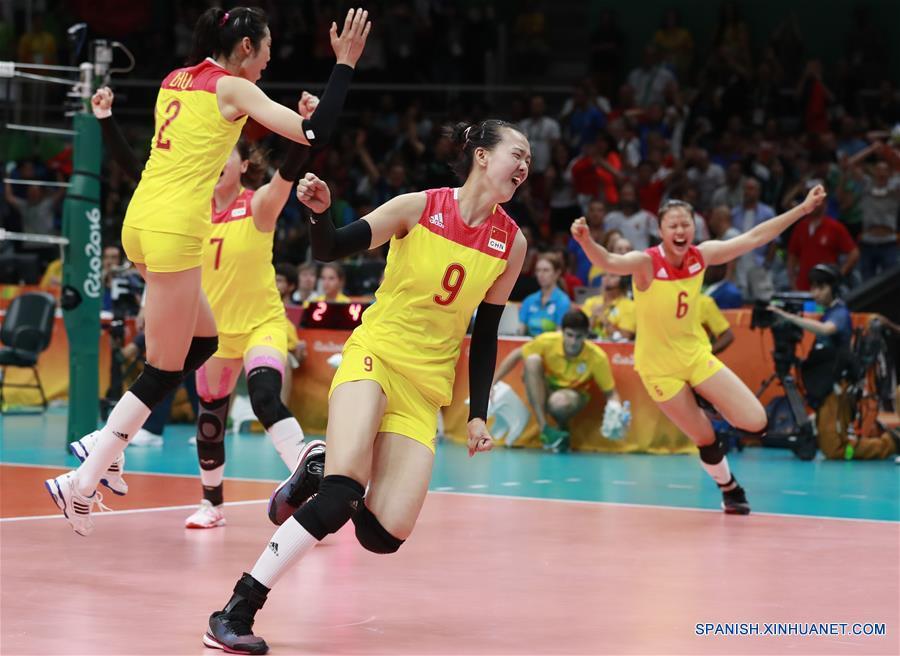 La selección femenina de vóleibol de China venció a Serbia.(Xinhua/Ren Zhenglai)