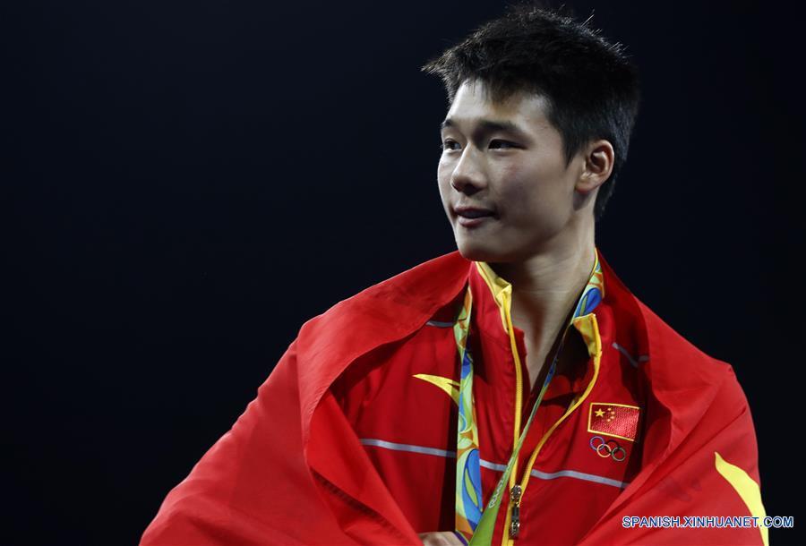 Chen Aisen, de China, obtuvo hoy su segunda medalla de oro en los Juegos Olímpicos Río 2016 al ganar la competencia de clavados en plataforma de 10m masculino.(Xinhua/Ding Xu)