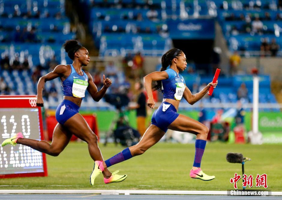 Сборная США после повторного забега вышла в финал женской эстафеты 4х100 м