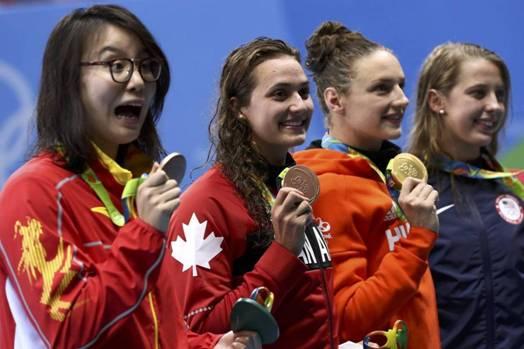 Fu Yuanhui, de China, medallista de bronce en los 100 metros espalda en la Olimpiada de Rio 2016, se ha convertido en la atleta más adorada por los teleespectadores del mundo así como la prensa.