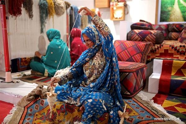 تواصل فعاليات المعرض الدولي الـ 25 للسجاد المصنوع يدويا في طهران