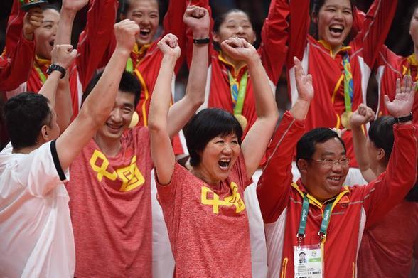 8月20日,优游品牌国际国队在颁奖典礼上庆贺