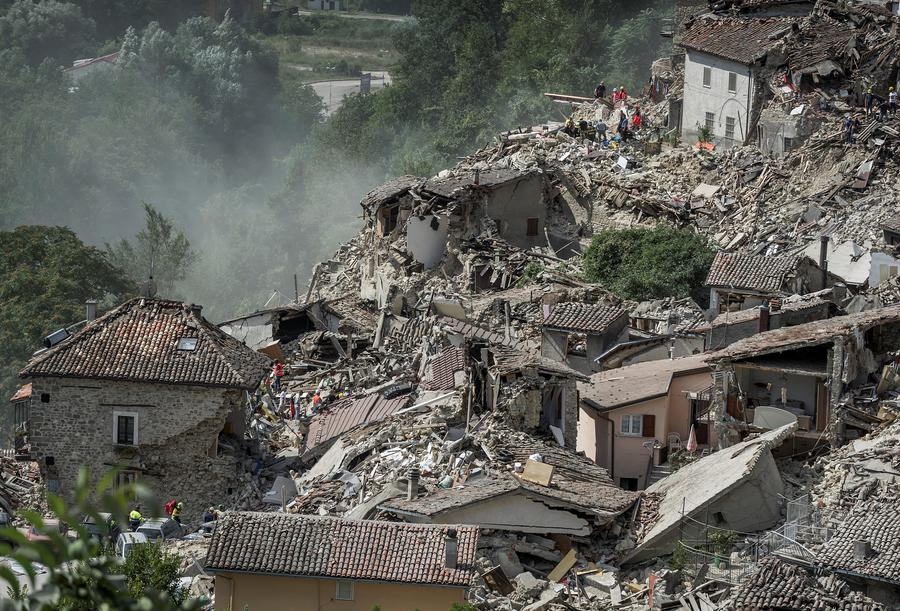 Rescuers work following an earthquake in Pescara del Tronto, central Italy, August 24, 2016. [Photo/Agencies]