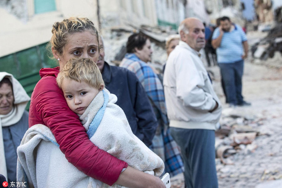 A mother embraces her son in Amatrice, central Italy, August 24, 2016. [Photo/IC]
