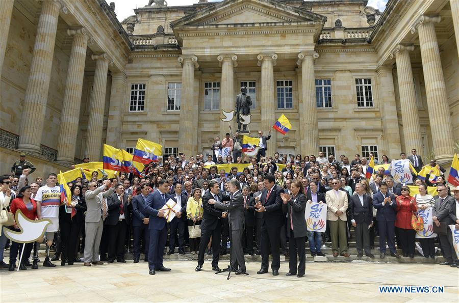 Negociadores piden a colombianos que voten al acuerdo de paz