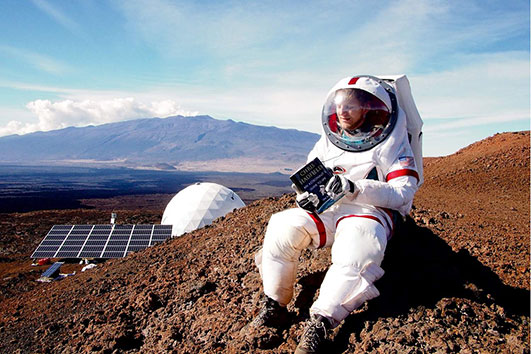 Six scientists have simulated life on Mars on a Hawaiian volcano.