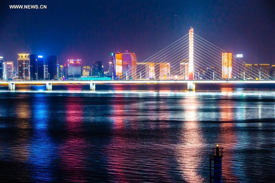 Photo taken on Aug. 27, 2016 shows the Xixing Bridge across the Qiantang River in Hangzhou City, capital of east China