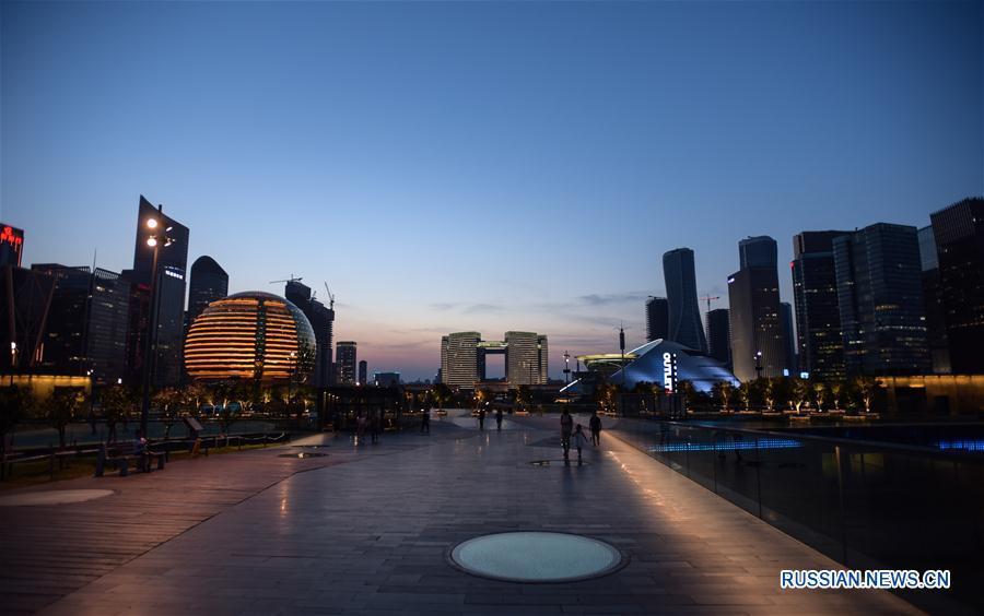 Вечерние виды с городской смотровой площадки Ханчжоу