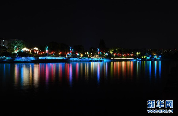 这是京杭大运河杭州北新关附近的夜景(8月30日摄)。  入夜的京杭大运河杭州段沿线灯光璀璨,靓丽迷人。  新华社记者 陈晔华 摄