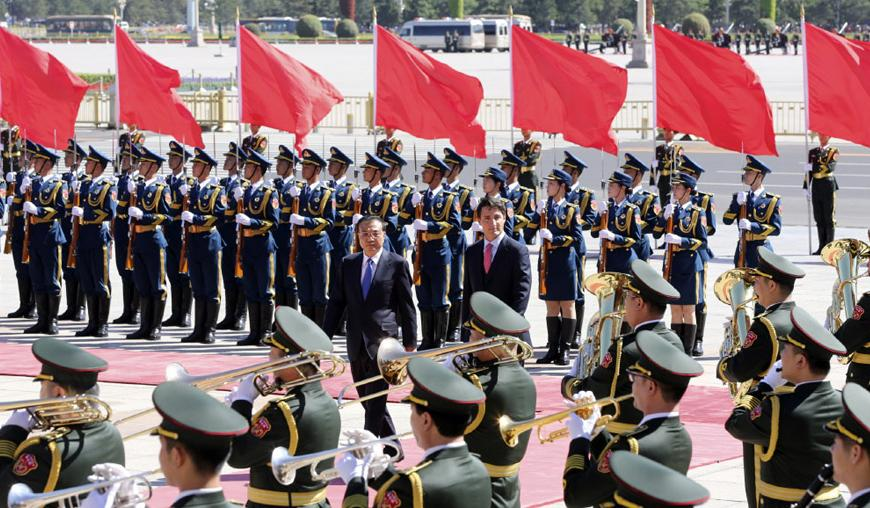 Chinese Premier Li Keqiang holds a welcoming ceremony for visiting Canadian Prime Minister Justin Trudeau in Beijing. The two sides agreed to meet annually on the basis of mutual respect and equality, to create a new development era for bilateral ties and reciprocity. Trudeau will also attend the G20 Summit in Hangzhou later this week. [Photo: Xinhua]