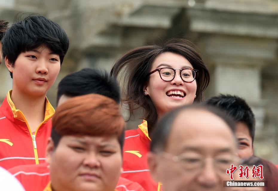 Китайские олимпийцы встречаются с болельщиками в Аомэне
