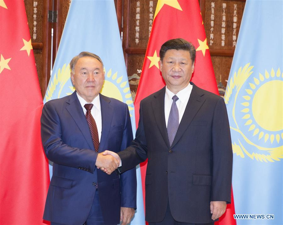 Chinese President Xi Jinping (R) holds talks with his Kazakh counterpart Nursultan Nazarbayev in Hangzhou, capital city of east China