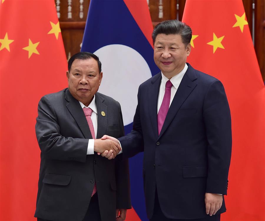 Chinese President Xi Jinping (R) meets with Laotian President Bounnhang Vorachit in Hangzhou, capital city of east China's Zhejiang Province, Sept. 2, 2016. (Xinhua/Zhang Duo)