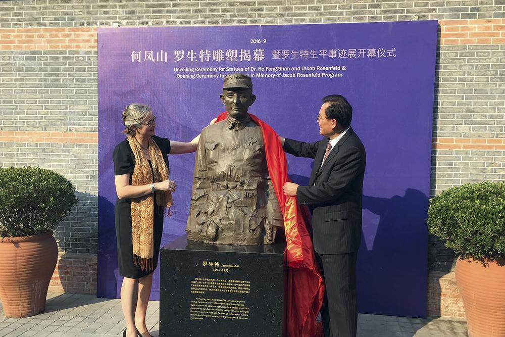 Statue of Austrian doctor unveiled in Shanghai