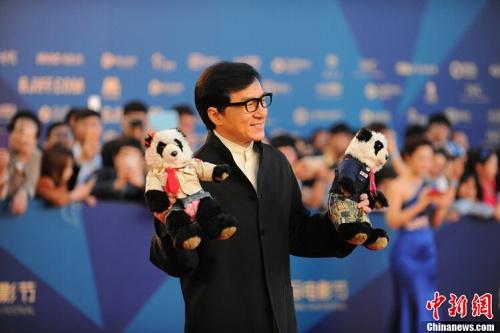 الممثل الصيني الشهير جاكي شان