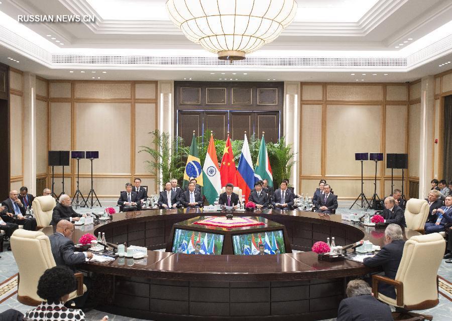 Страны БРИКС должны усилить координацию для повышения своей роли в международных делах -- Си Цзиньпин