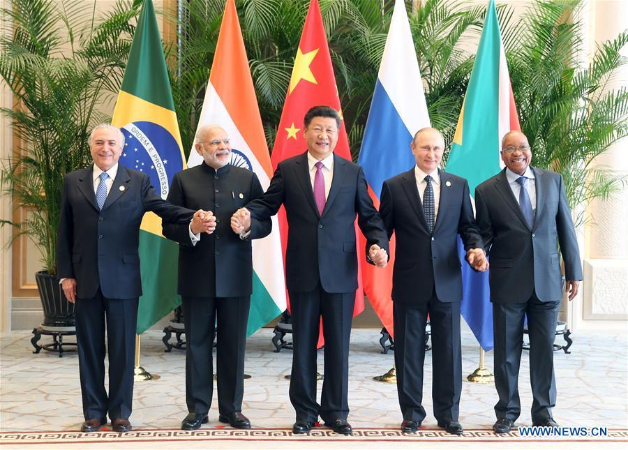Chinese President Xi Jinping (C), Indian Prime Minister Narendra Modi (2nd L), South African President Jacob Zuma (1st R), Brazilian President Michel Temer (1st L)and Russian President Vladimir Putin attend a BRICS leaders