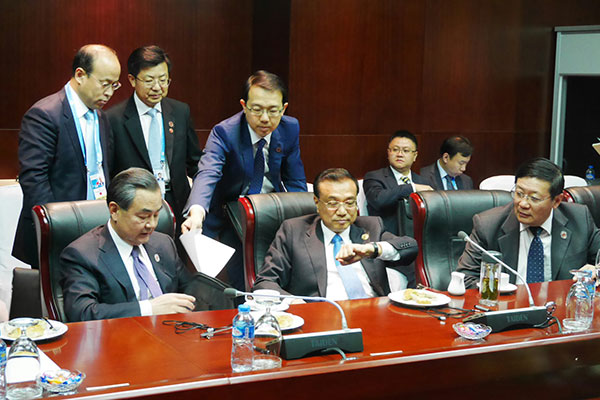 One sandwich and a cup of coffee – this was the simple lunch Premier Li Keqiang had on Sept 8.