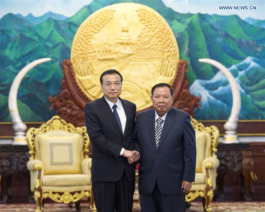 Chinese Premier Li Keqiang (L) meets with Laotian President Bounnhang Vorachit in Vientiane, Laos, Sept. 8, 2016. (Xinhua/Wang Ye)