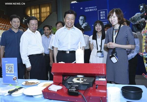 نائب الرئيس الصينى يدعو كتاب قصص الخيال العلمى لنشر المعرفة العلمية