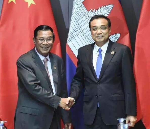 日本首相安倍晋三,菲律宾总统杜特尔特都在会议间隙主动和总理打招呼.