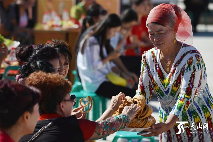 مدينة كورلا تنظم فعاليات ثقافية بمناسبة حلول عيد الأضحى وعيد منتصف الخريف