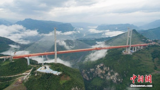Work to connect the main part of the highest bridge in the world wrapped up on Saturday in southwest China