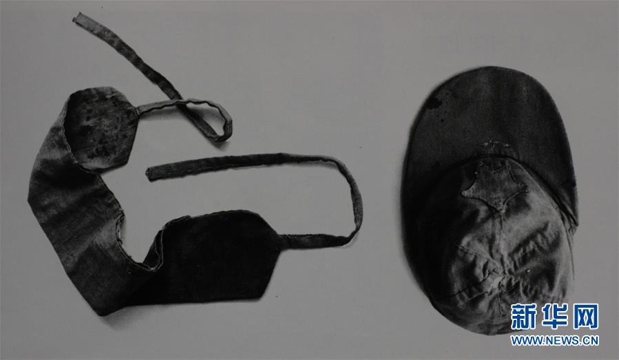 红四方面军的军帽和子弹袋(资料照片)。新华社发