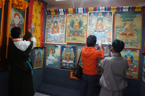 The third China Thangka Art Festival opens in Lhasa.