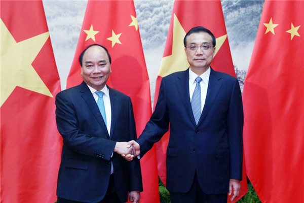 Chinese Premier Li Keqiang has met with visiting Vietnamese Prime Minister Nguyen Xuan Phuc in Beijing.