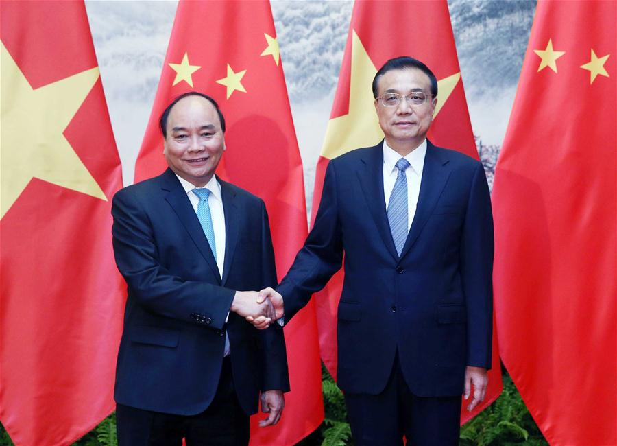 Chinese Premier Li Keqiang (R) shakes hands with Vietnamese Prime Minister Nguyen Xuan Phuc in Beijing, capital of China, Sept. 12, 2016. (Xinhua/Yao Dawei)