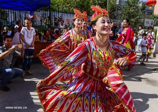 المسلمون الصينيون في أورومتشي يحتفلون بعيد الأضحى