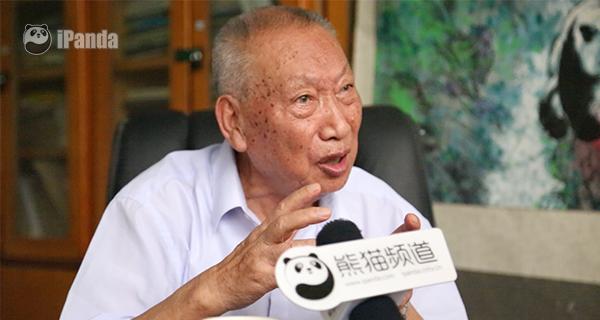 """(""""熊猫教父""""胡锦矗教授)"""